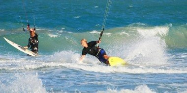 Kitesurfing in the waves in front of LEK