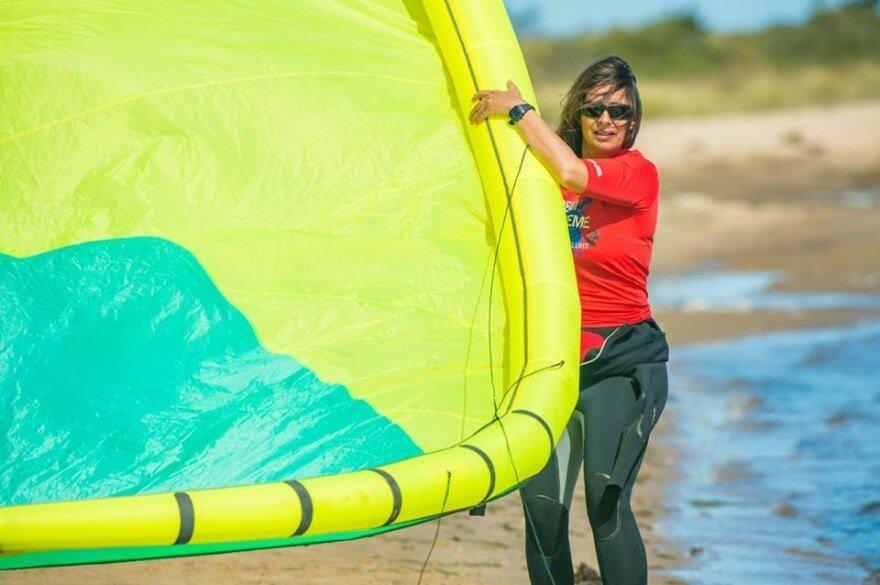 le_launching_kitesurfing_kite